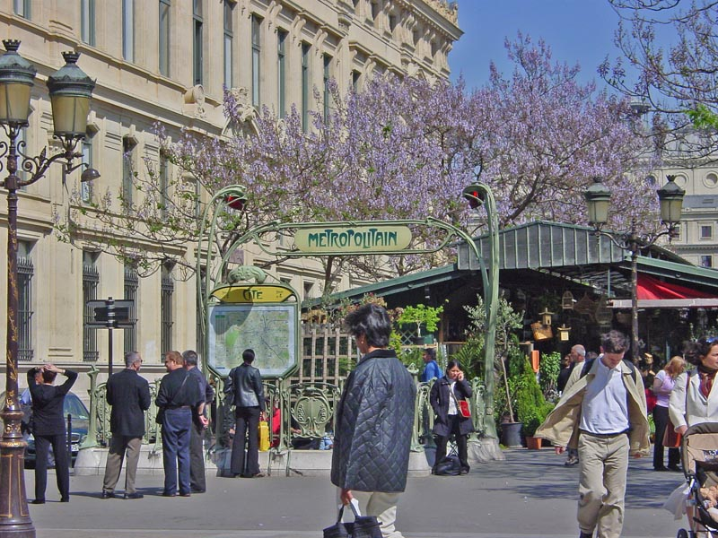 The area around the Île de la Cité metro stop