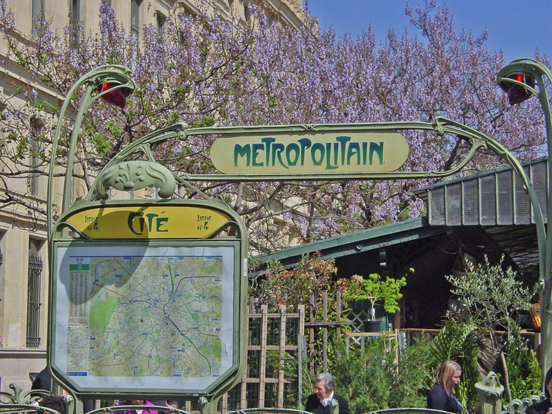 Île de la Cité Metro Stop