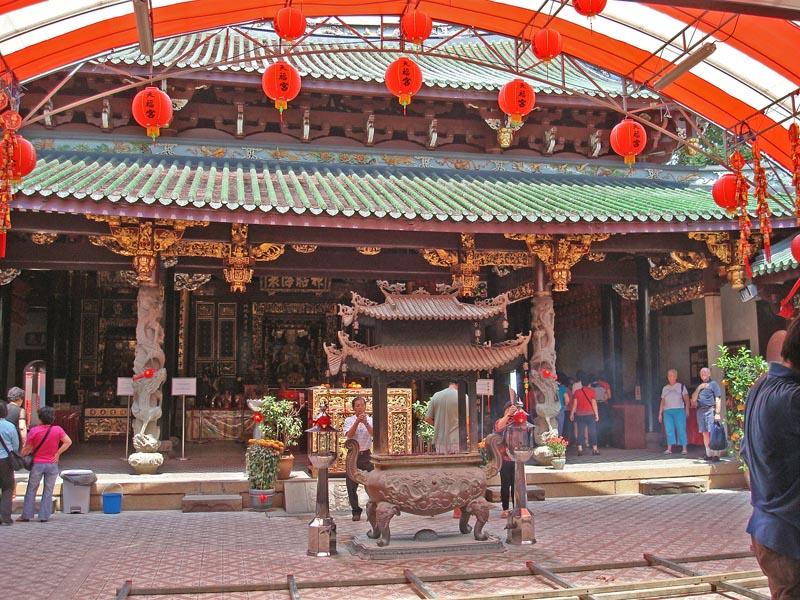 Central Prayer Hall with the Goddess of the Sea statue