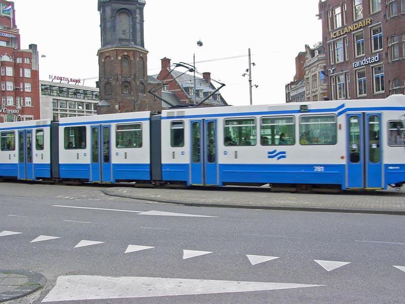 Tram 25 at Muntplein